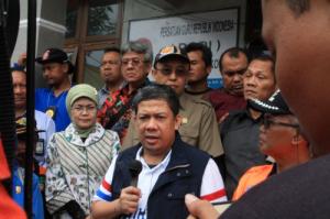 Fahri Hamzah saat kunjungan di lokasi longsor Banjarnegara, Jawa Tengah